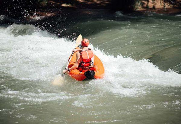 Doky: es una actividad de descenso por el Río Atuel en kayaks inflables de una o dos personas (según disponibilidad)
